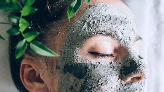 #domingodemascarilla: treinta minutos bastan para ganar luminosidad en el rostro
